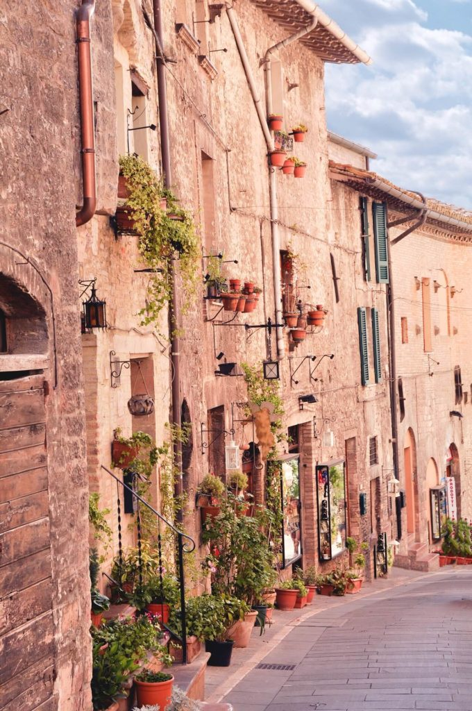 Street-in-Assisi-vigit-in-italy